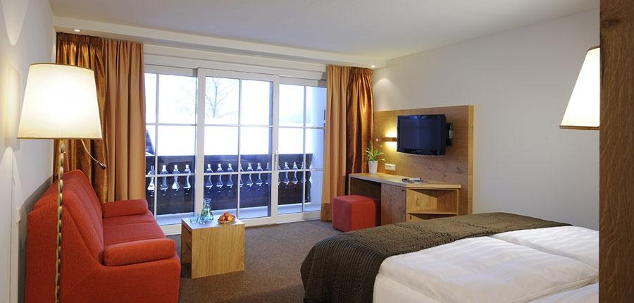 austria_saalbach_hotel_saalbacher_hof_bedroom.jpg